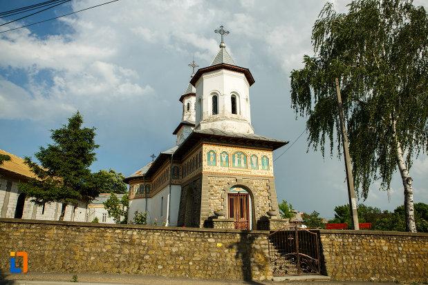 biserica-sf-imparati-constantin-si-elena-din-odobesti-judetul-vrancea.jpg