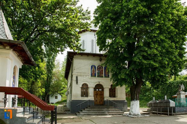 biserica-sf-imparati-din-slatina-judetul-olt.jpg