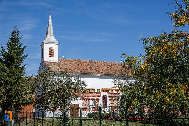 biserica-sf-ioan-botezatorul-brancoveanu-de-sus-1810-din-ocna-sibiului-judetul-sibiu-vazuta-din-lateral.jpg