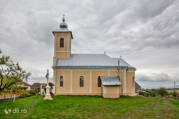 biserica-sf-mihai-si-gavril-din-marius-judetul-satu-mare-vedere-laterala-2.jpg