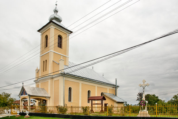biserica-sf-mihai-si-gavril-din-marius-judetul-satu-mare-vedere-laterala.jpg