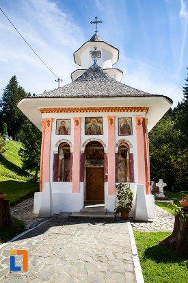 biserica-sf-nicolae-1818-din-predeal-judetul-brasov.jpg