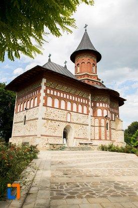 biserica-sf-nicolae-din-1495-biserica-domneasca-din-dorohoi-judetul-botosani.jpg
