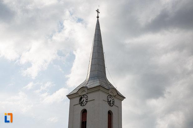 biserica-sf-nicolae-din-hateg-judetul-hunedoara-imagine-cu-turnul.jpg