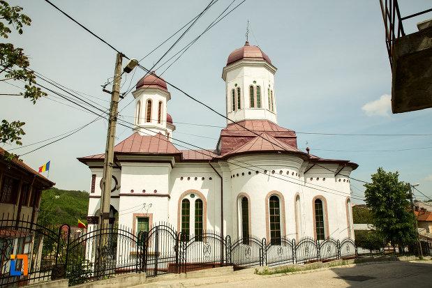 biserica-sf-nicolae-din-slatina-judetul-olt-vazuta-din-lateral.jpg