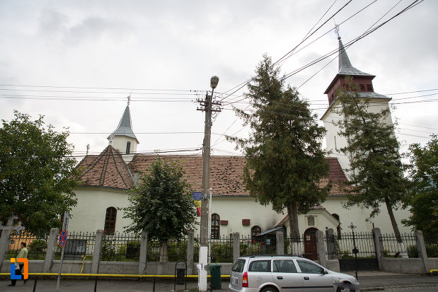 biserica-sf-nicolae-din-zarnesti-judetul-brasov-vazuta-din-lateral.jpg