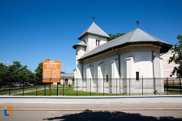 biserica-sf-nicolae-geartoglu-din-targoviste-judetul-dambovita-vazuta-din-spate.jpg