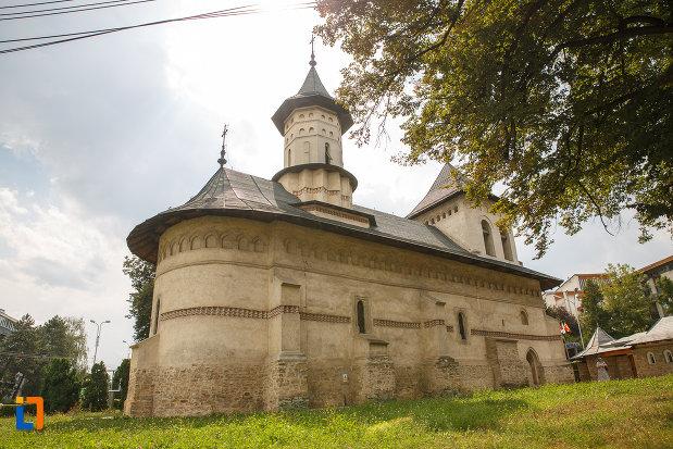 biserica-sf-nicolae-prajescu-1611-din-suceava-judetul-suceava-vazuta-din-lateral.jpg