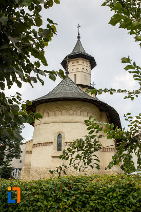 biserica-sf-nicolae-prajescu-1611-din-suceava-judetul-suceava-vazuta-din-spate-2.jpg