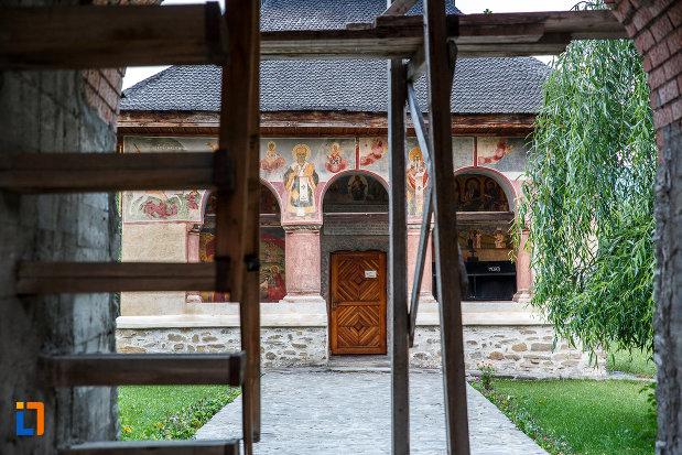 biserica-sf-nicolae-tabaci-1833-din-valenii-de-munte-judetul-prahova.jpg