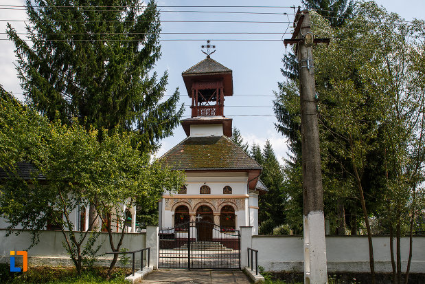 biserica-sf-trei-ierarhi-din-slanic-judetul-prahova.jpg