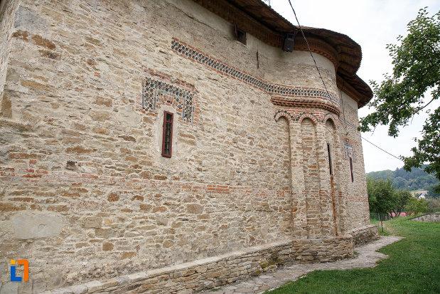 biserica-sf-treime-1352-din-siret-judetul-suceava-vazuta-din-lateral.jpg