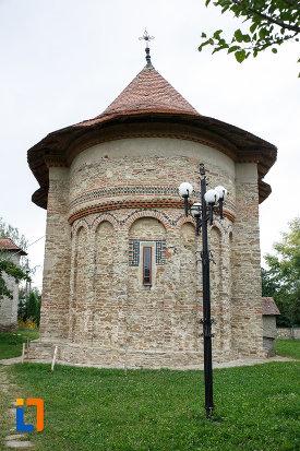 biserica-sf-treime-1352-din-siret-judetul-suceava-vazuta-din-spate.jpg