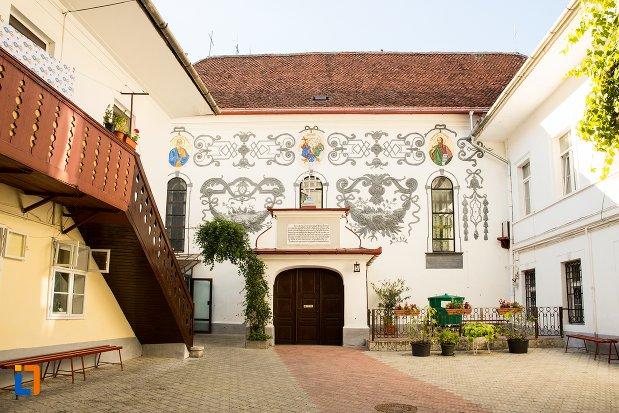 biserica-sf-treime-din-brasov-judetul-brasov.jpg