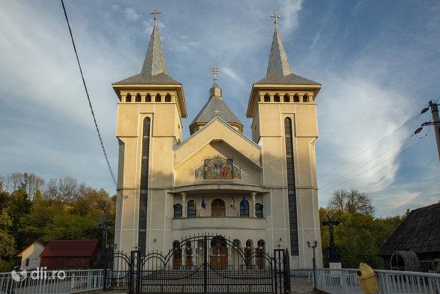 biserica-sf-treime-din-budesti-judetul-maramures.jpg