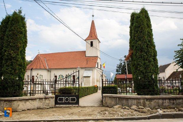 biserica-sf-treime-din-ghimbav-judetul-brasov.jpg