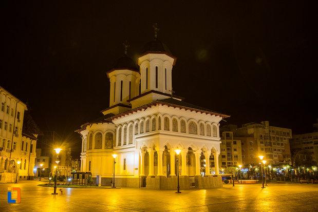 biserica-sf-voievozi-din-targu-jiu-judetul-gorj-noaptea.jpg