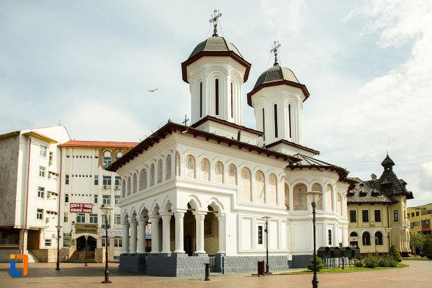 biserica-sf-voievozi-din-targu-jiu-judetul-gorj-vazuta-din-lateral.jpg