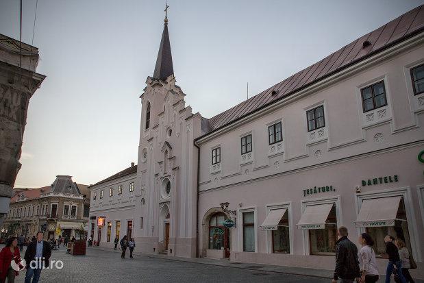 biserica-sfanta-ana-si-manastirea-ursulinelor-din-oradea-judetul-bihor.jpg