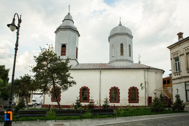 biserica-sfanta-treime-din-slatina-judetul-olt-vazuta-din-lateral.jpg