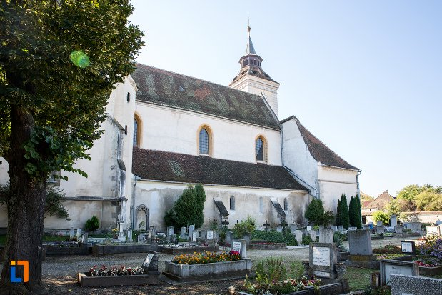 biserica-sfantul-bartolomeu-din-brasov-judetul-brasov-vazuta-dintr-o-parte.jpg