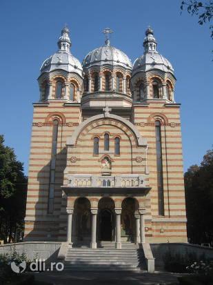biserica-sfantul-gheorghe-din-tecuci.jpg