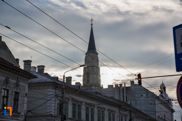 biserica-sfantul-mihail-din-cluj-napoca-judetul-cluj-vazuta-din-departare.jpg