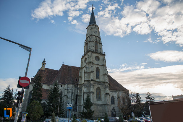 biserica-sfantul-mihail-din-cluj-napoca-judetul-cluj-vazuta-din-lateral.jpg