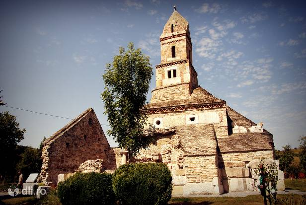 biserica-sfantul-nicolae-din-densus.jpg
