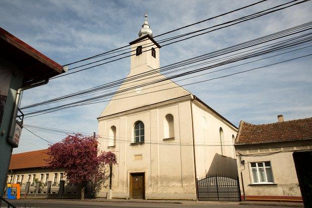biserica-si-manastirea-franciscana-din-alba-iulia-judetul-alba.jpg