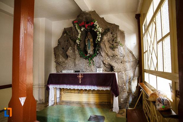 biserica-si-manastirea-franciscana-din-orastie-judetul-hunedoara-obiecte-religioase.jpg