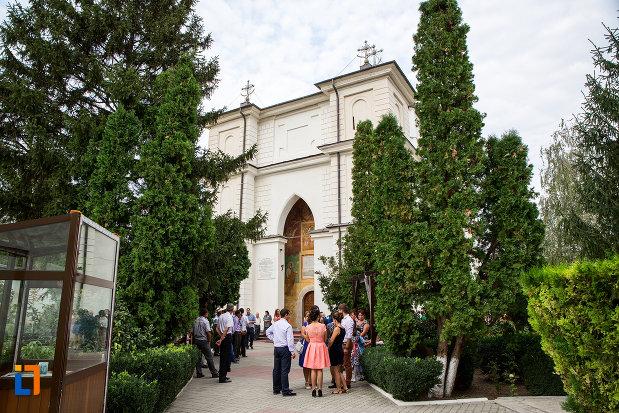 biserica-si-manastirea-sf-voievozi-din-slobozia-judetul-ialomita.jpg
