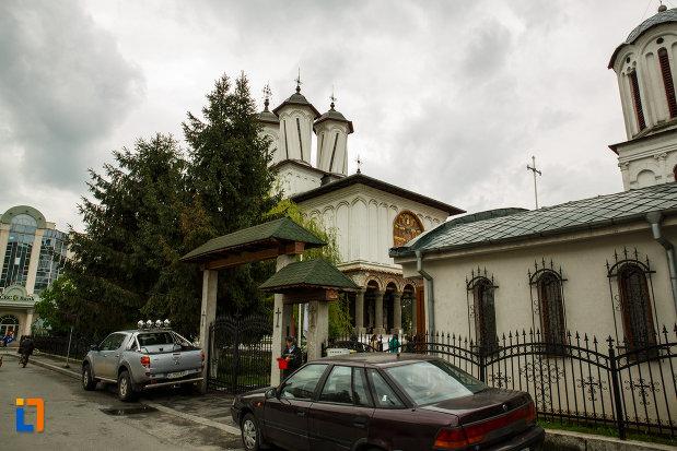 biserica-toti-sfintii-1764-din-ramnicu-valcea-judetul-valcea.jpg