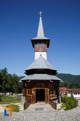bisericuta-de-la-manastirea-caraiman-din-busteni-judetul-prahova.jpg