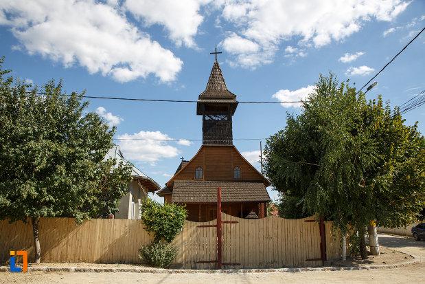 bisericuta-de-la-manastirea-macin-judetul-tulcea.jpg