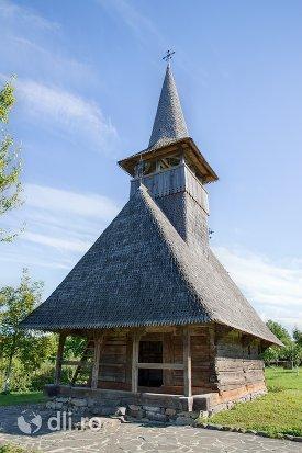 bisericuta-din-lemn-din-muzeul-satului-osenesc-din-negresti-oas-judetul-satu-mare-vedere-laterala.jpg