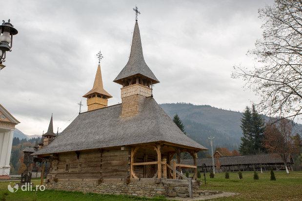 bisericuta-din-lemn-manastirea-adormirea-maicii-domnului-din-moisei-judetul-maramures.jpg