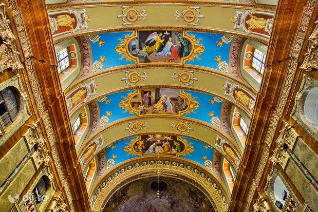 bolta-centrala-din-bazilica-romano-catolica-din-oradea-judetul-bihor.jpg