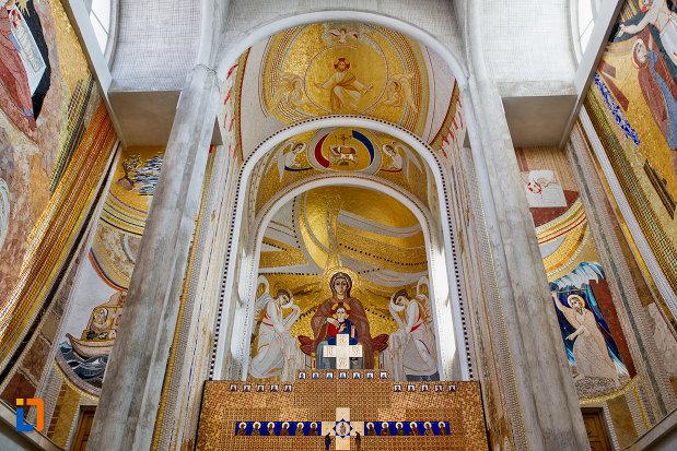 bolta-cu-mozaic-biserica-orthodox-schimbarea-la-fata-din-cluj-napoca-judetul-cluj.jpg