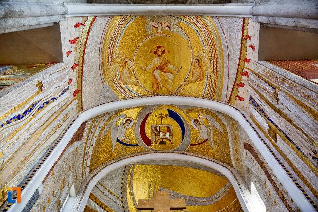 bolta-cu-mozaicuri-din-biserica-orthodox-schimbarea-la-fata-din-cluj-napoca-judetul-cluj.jpg