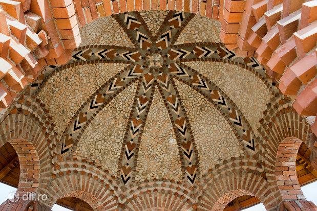 bolta-cu-ornamente-din-manastirea-scarisoara-noua-judetul-satu-mare.jpg