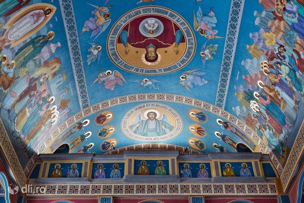 bolta-cu-sfinti-din-catedrala-ortodoxa-din-negresti-oas-judetul-satu-mare.jpg