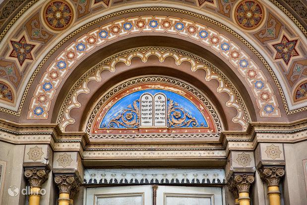 bolta-decorata-din-sinagoga-bd-independentei-din-oradea.jpg