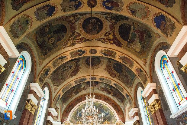 bolta-din-catedrala-naterea-sfantului-ioan-botezatorul-din-arad-judetul-arad.jpg