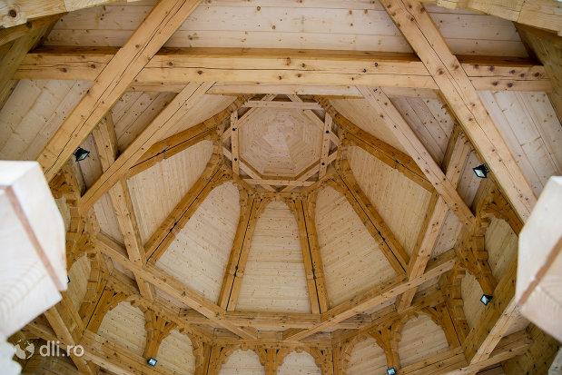 bolta-din-lemn-manastirea-adormirea-maicii-domnului-din-moisei-judetul-maramures.jpg