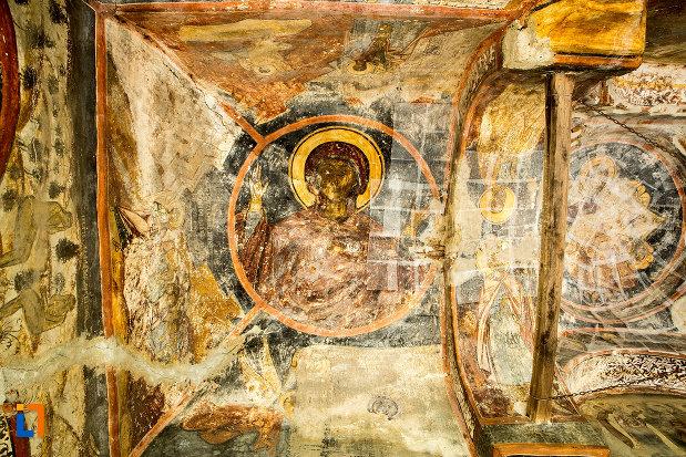 bolta-din-manastirea-sf-voievozi-din-baia-de-arama-judetul-mehedinti.jpg