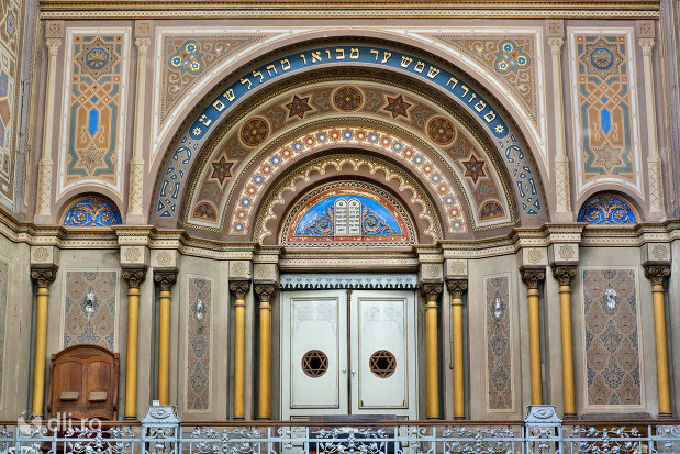 bolta-din-sinagoga-bd-independentei-din-oradea.jpg