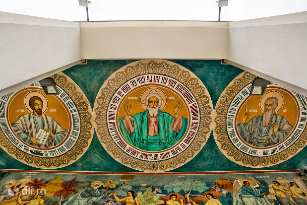 bolta-exterioara-de-la-biserica-ortodoxa-noua-din-bogdan-voda-judetul-maramures.jpg