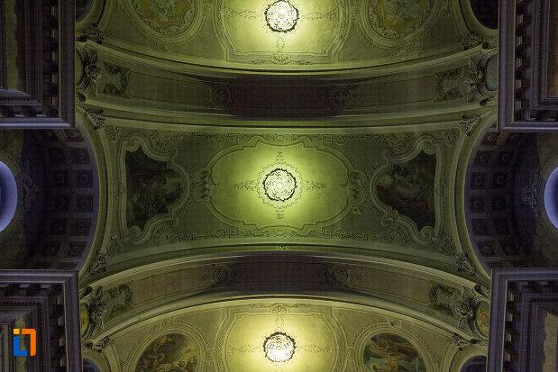 bolta-luminata-din-catedrala-romano-catolica-din-arad-judetul-arad.jpg