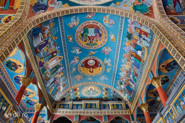 bolta-pictata-de-la-catedrala-ortodoxa-din-negresti-oas-judetul-satu-mare.jpg